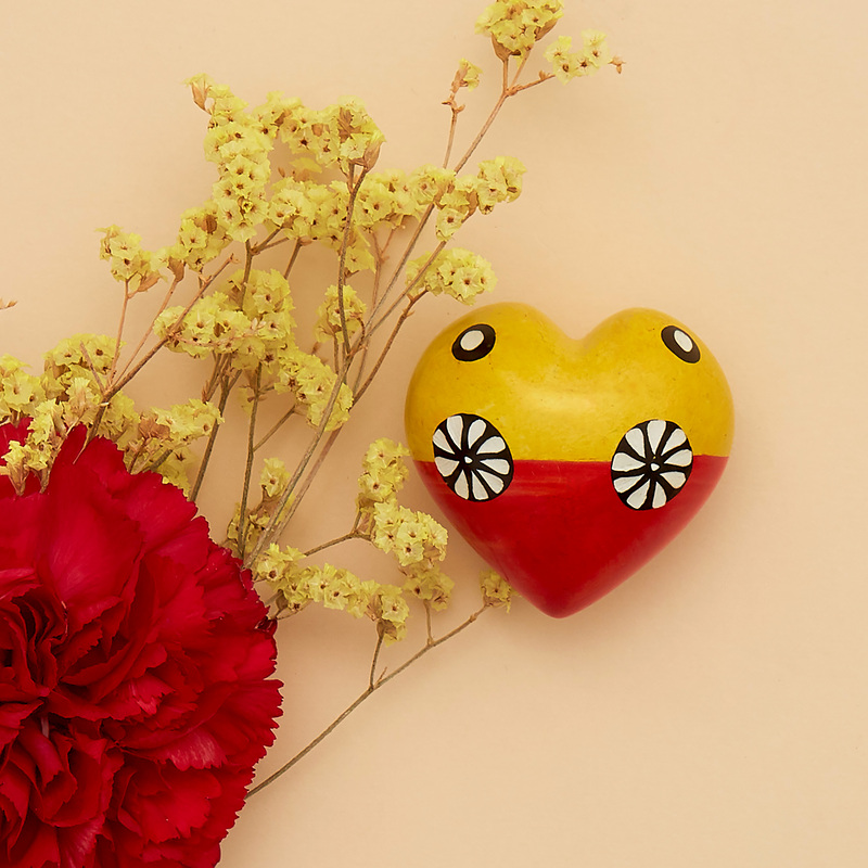 Cuore di pietra saponaria giallo e rosso