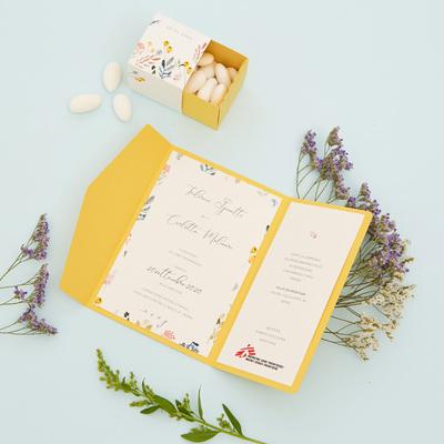 Partecipazione e bomboniera floreale gialla