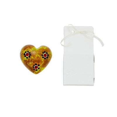 Cuore di pietra saponaria giallo maculato con fiori